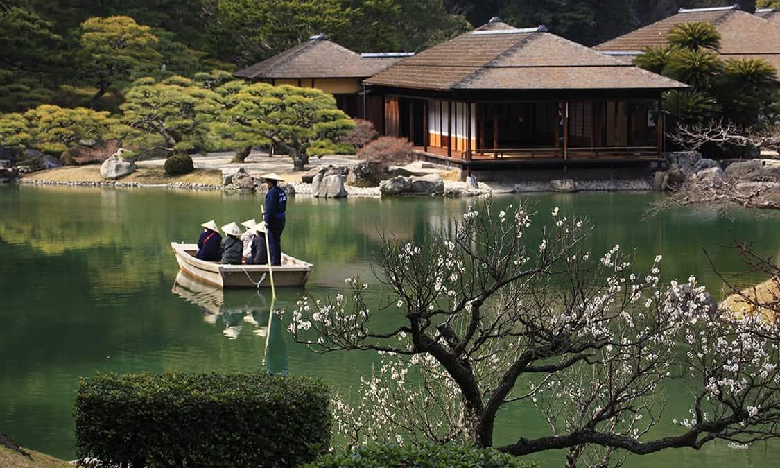 นั่งเรือชมสวน Ritsurin Garden แบบญี่ปุ่น (Wasen Boat Ride) ในจังหวัดคางาวะ (Kagawa)