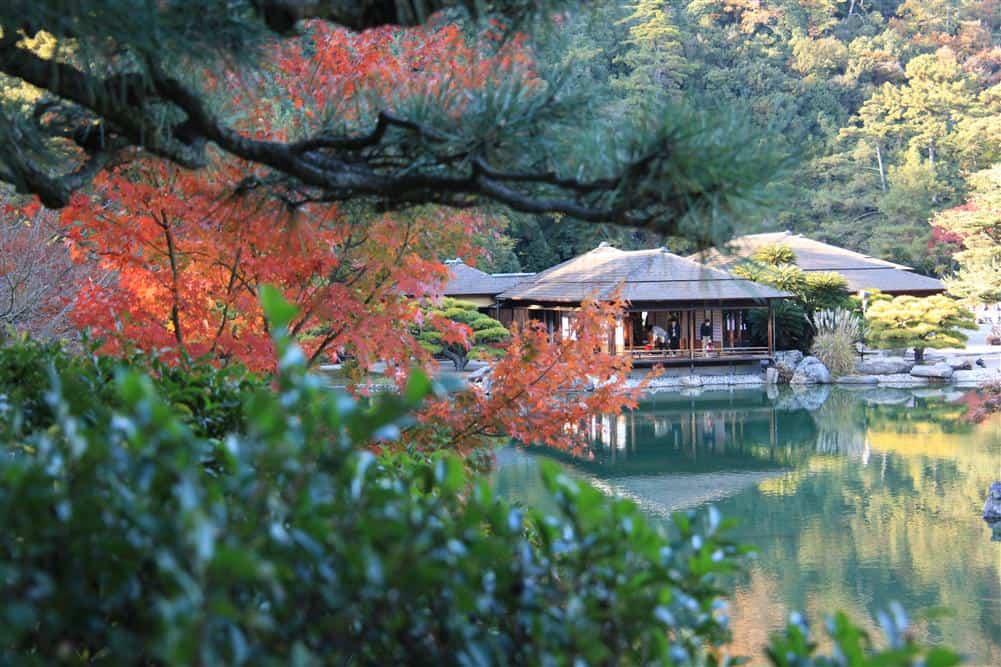 สวนริทสึริน ในช่วงฤดูใบไม้ร่วงของญี่ปุ่น