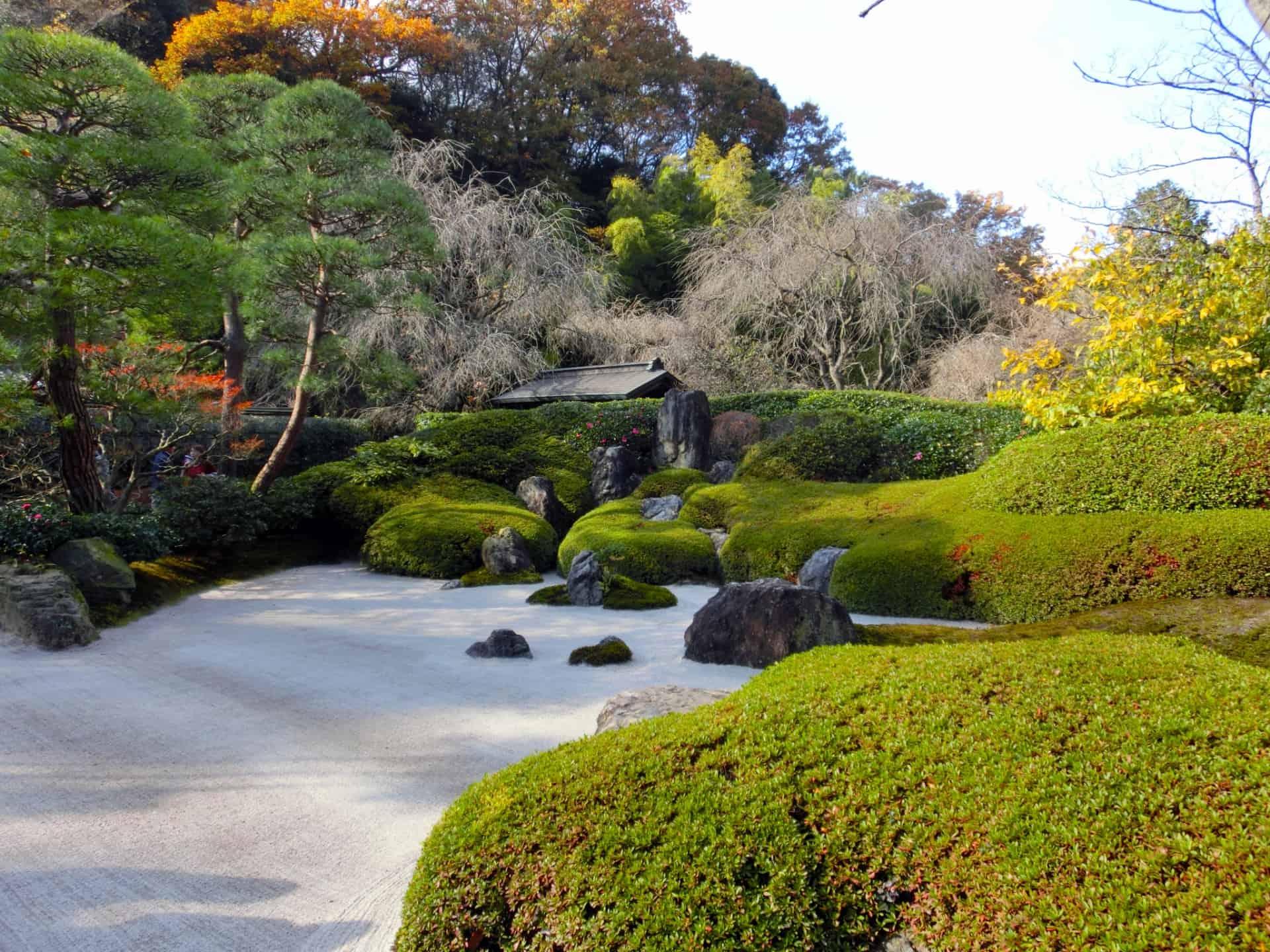 สวนภายในวัดเมเกซึอิน (Meigetsuin Temple)