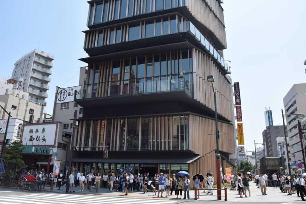 Asakusa Culture Tourist Information Center ตั้งอยู่ที่ย่านอาซากุสะ