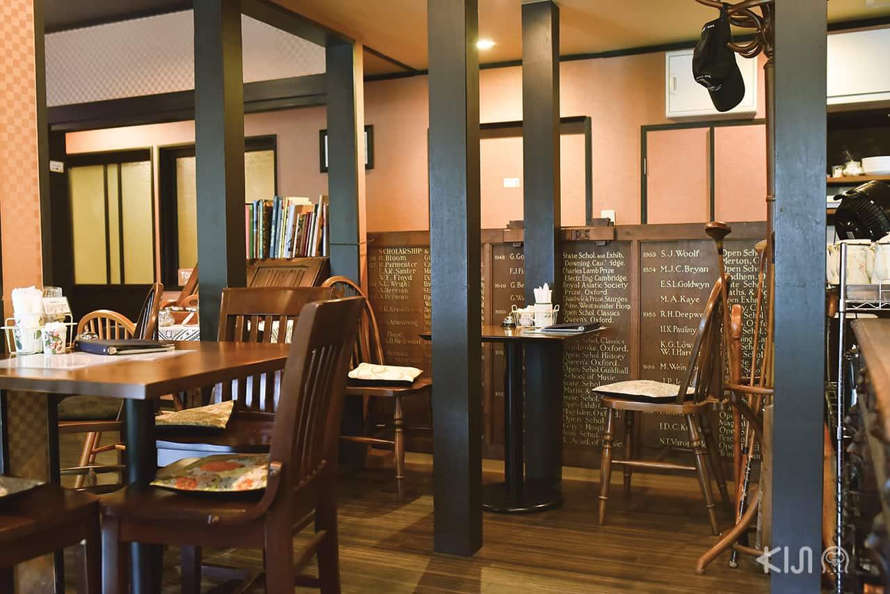บรรยากาศภายในร้าน Manor House Motoyama