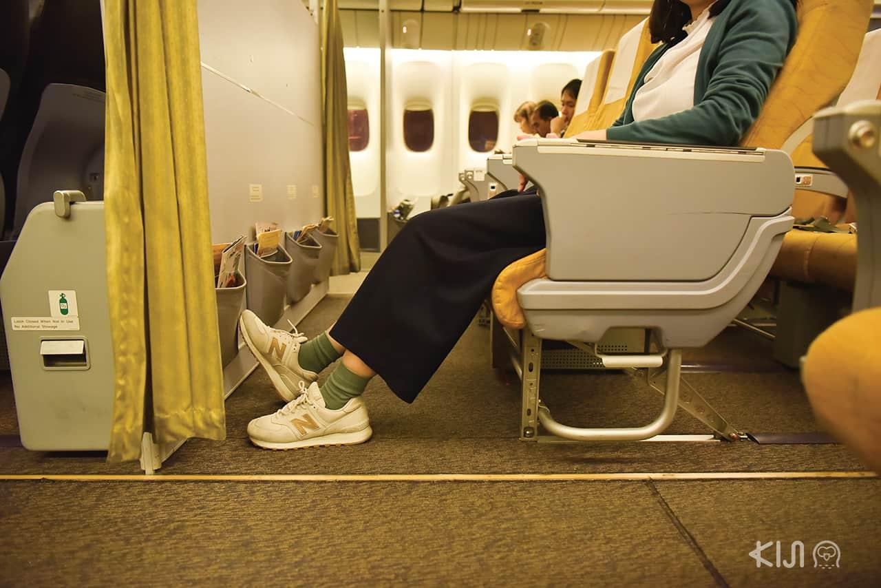 ที่วางเท้าแสนกว้างของโซน Economy Class ของสายการบินนกสกู๊ตก็ยืดขาได้สุด