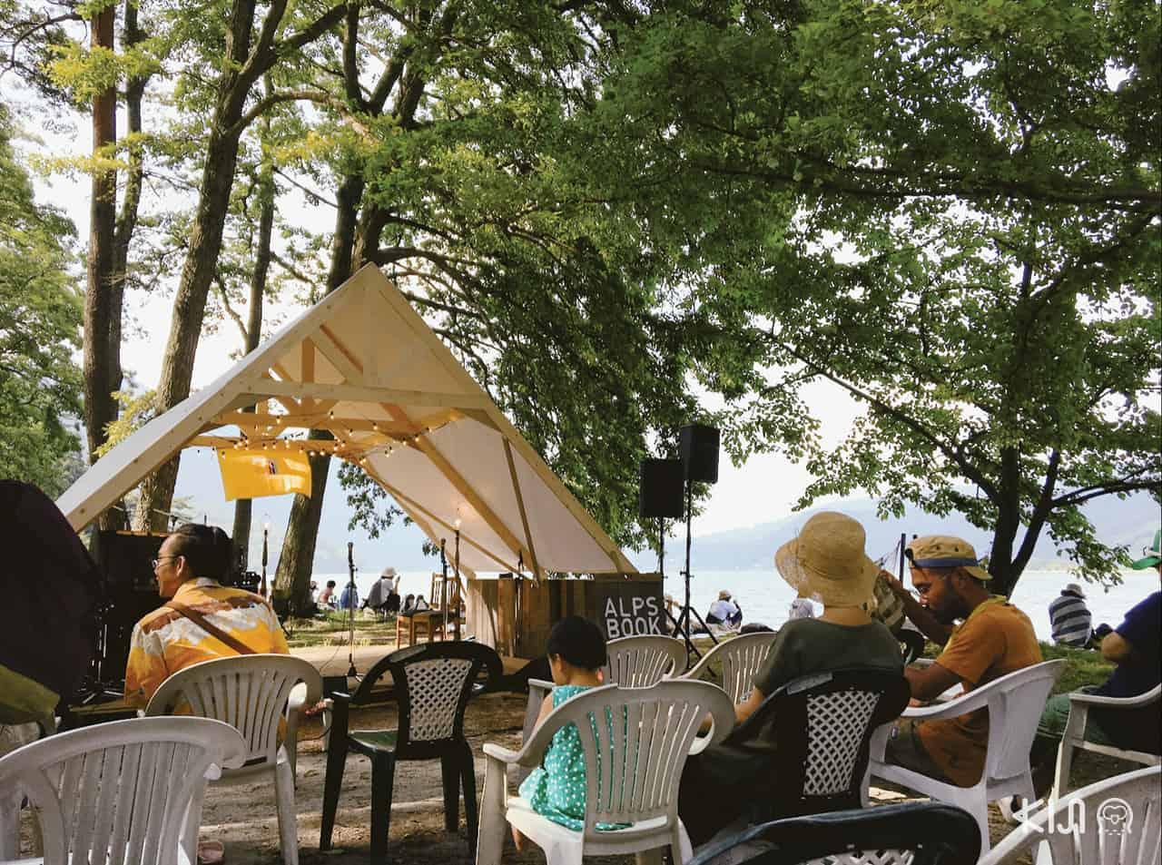 โซนดนตรีภายในงาน Alps Book Camp