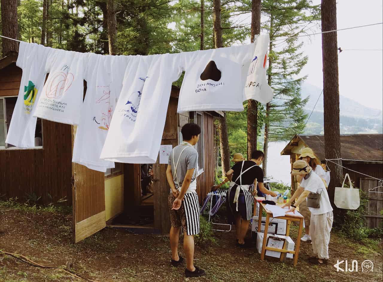 ที่งาน Alps Book Camp มีเสื้อขายด้วยนะ