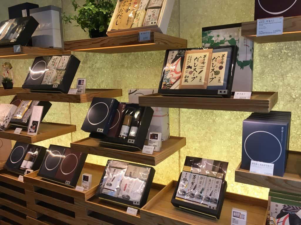 สินค้าที่ขายภายใน Kayanoya โตเกียว
