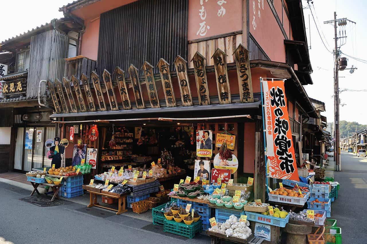 ร้านรวงต่างๆ ในเมือง Izushi