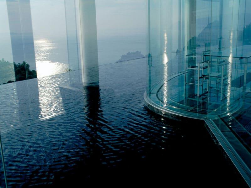Water Glass Guest House at Shizuoka ผลงานการออกแบบโดยเคนโกะ คุมะ (Kengo Kuma)
