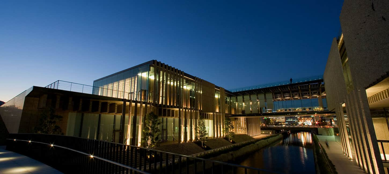 Kengo Kuma: Nagasaki Prefectural Art Museum ยามค่ำคืน