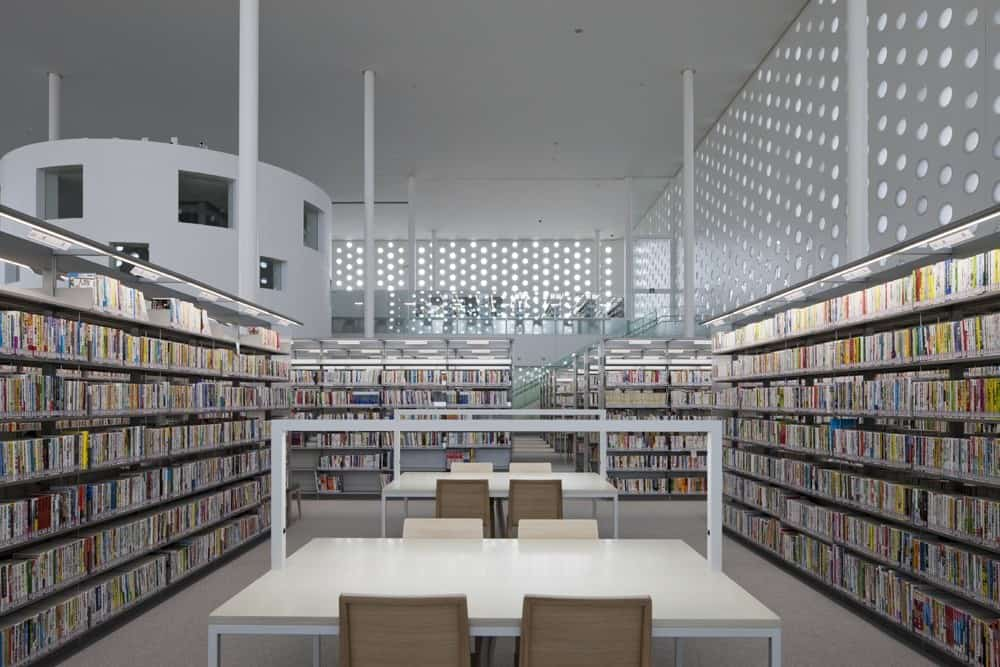 บรรยากาศภายใน Kanazawa Umimirai Library