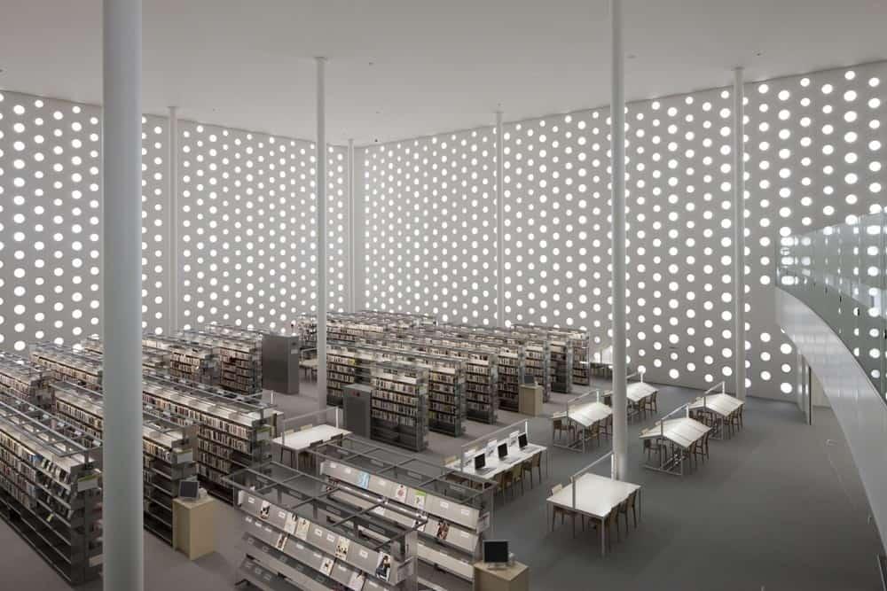 Kanazawa Umimirai Library ออกแบบโดย Kazumi Kudo และ Hiroshi Horiba