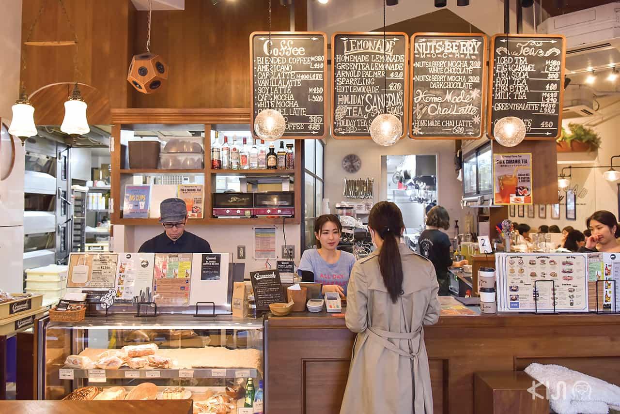 ภายในร้าน Crossroad Bakery, Ebisu station, Tokyo