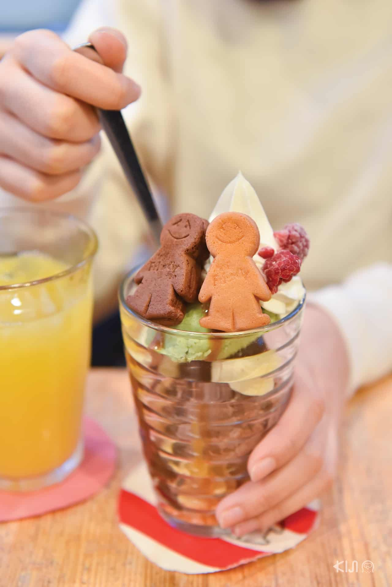 Pistachio & Chocolate Ice Cream Parfait (680 เยน) Mr. Friendly Cafe , Ebisu station, Tokyo