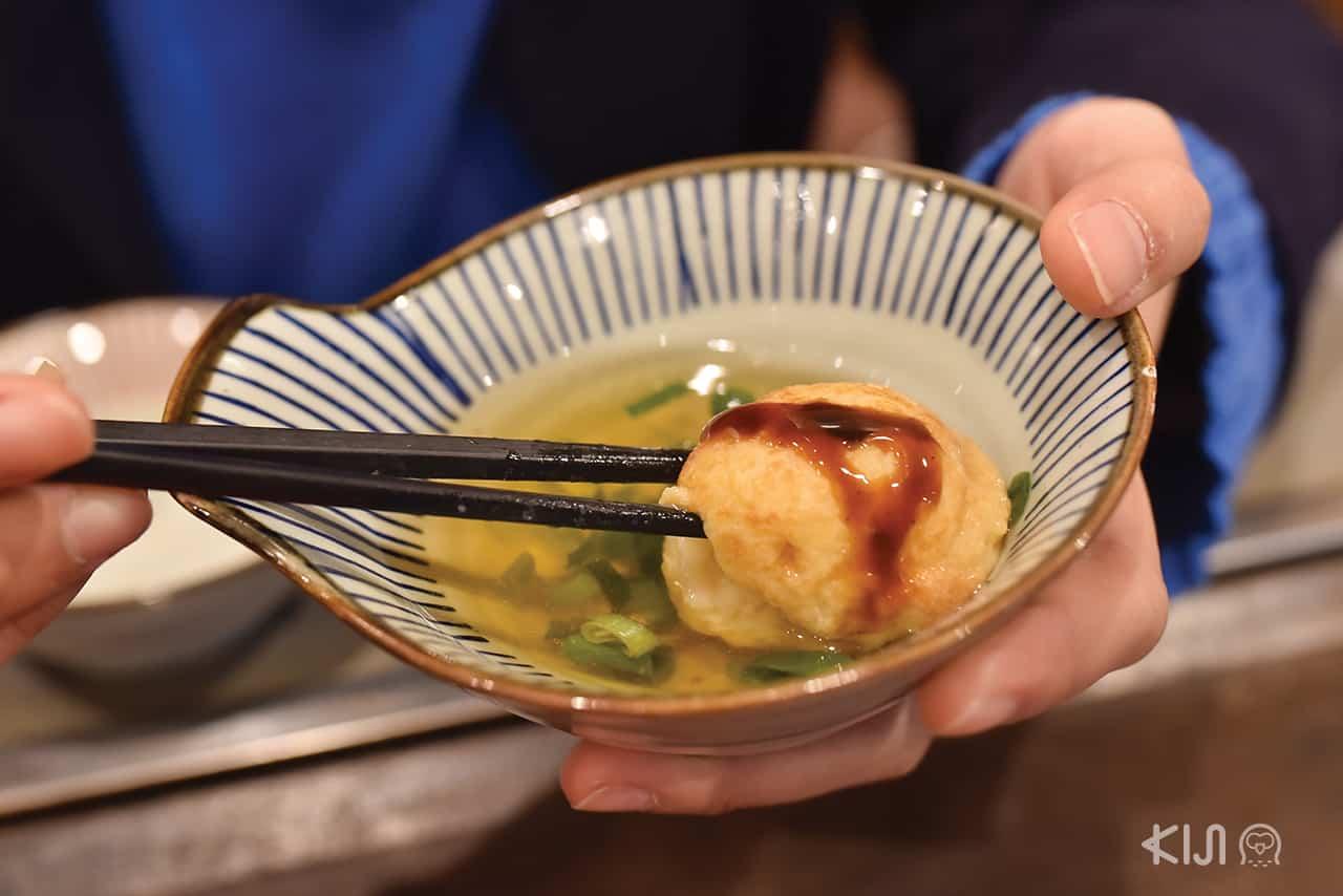 Akashiyaki อาหารขึ้นชื่อที่ขายอยู่ในโชเทนไก Uo no tana ในเมือง อากาชิ ที่ตั้งอยู่ระหว่าง โกเบ และ ฮิเมจิ