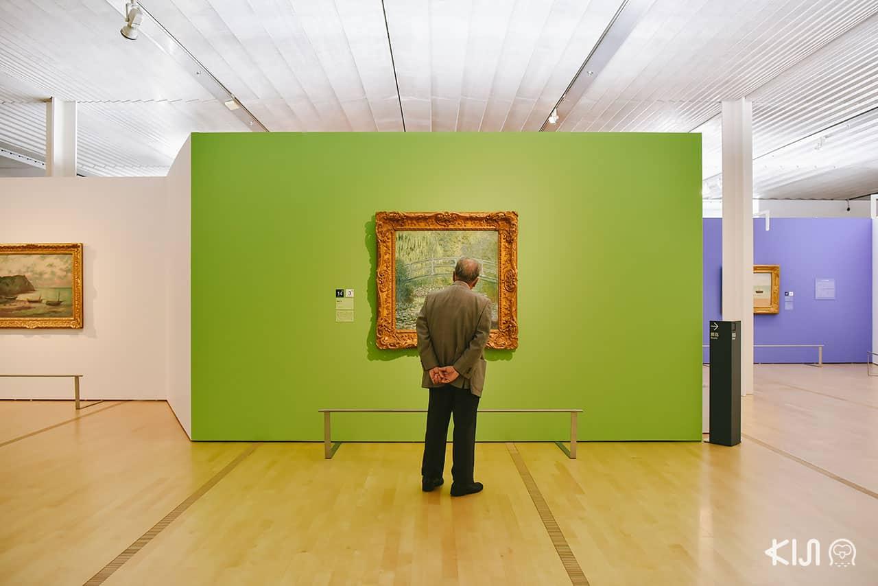ด้านในพิพิธภัณฑ์ศิลปะโพล่า Pola Museum of Art ที่จะตกแต่งเปลี่ยนไปตามแต่ละธีมงานที่นำมาแสดง