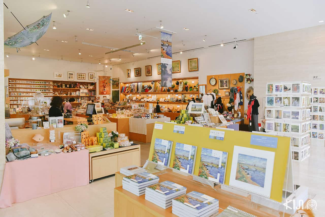โซน Museum Shop ขายของที่ระลึกของพิพิธภัณฑ์ Pola Museum of Art