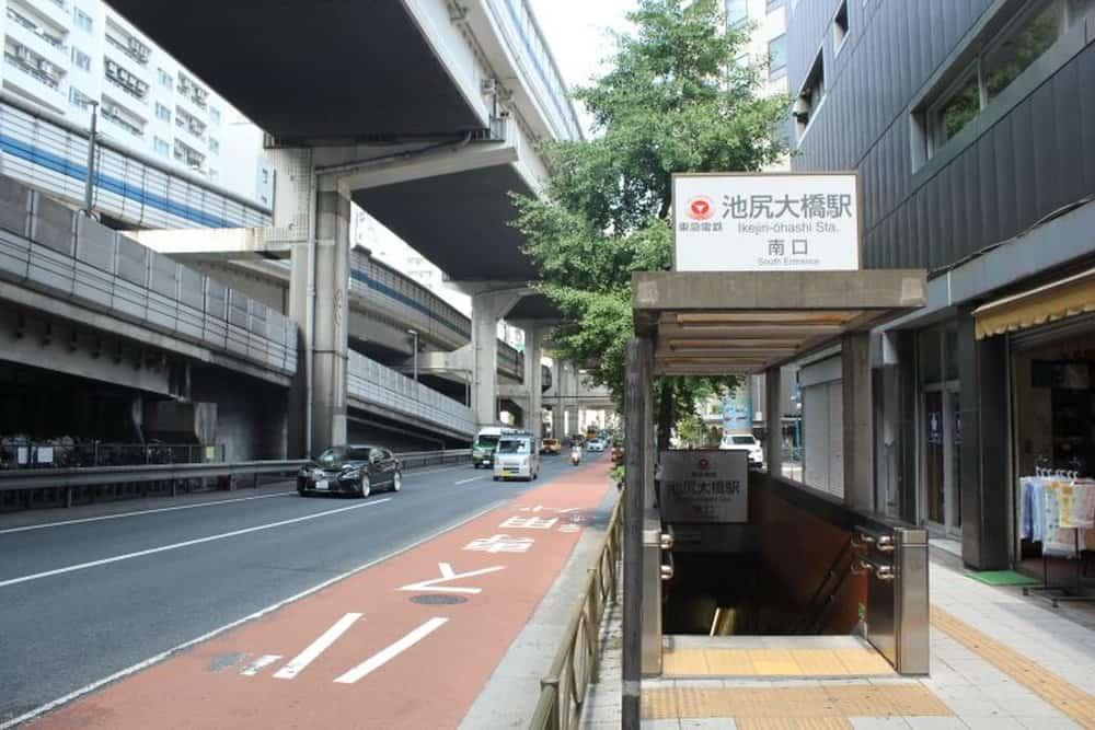 สถานีอิเคะจิริ โอฮาชิ (Ikejiri-Ohashi Station)