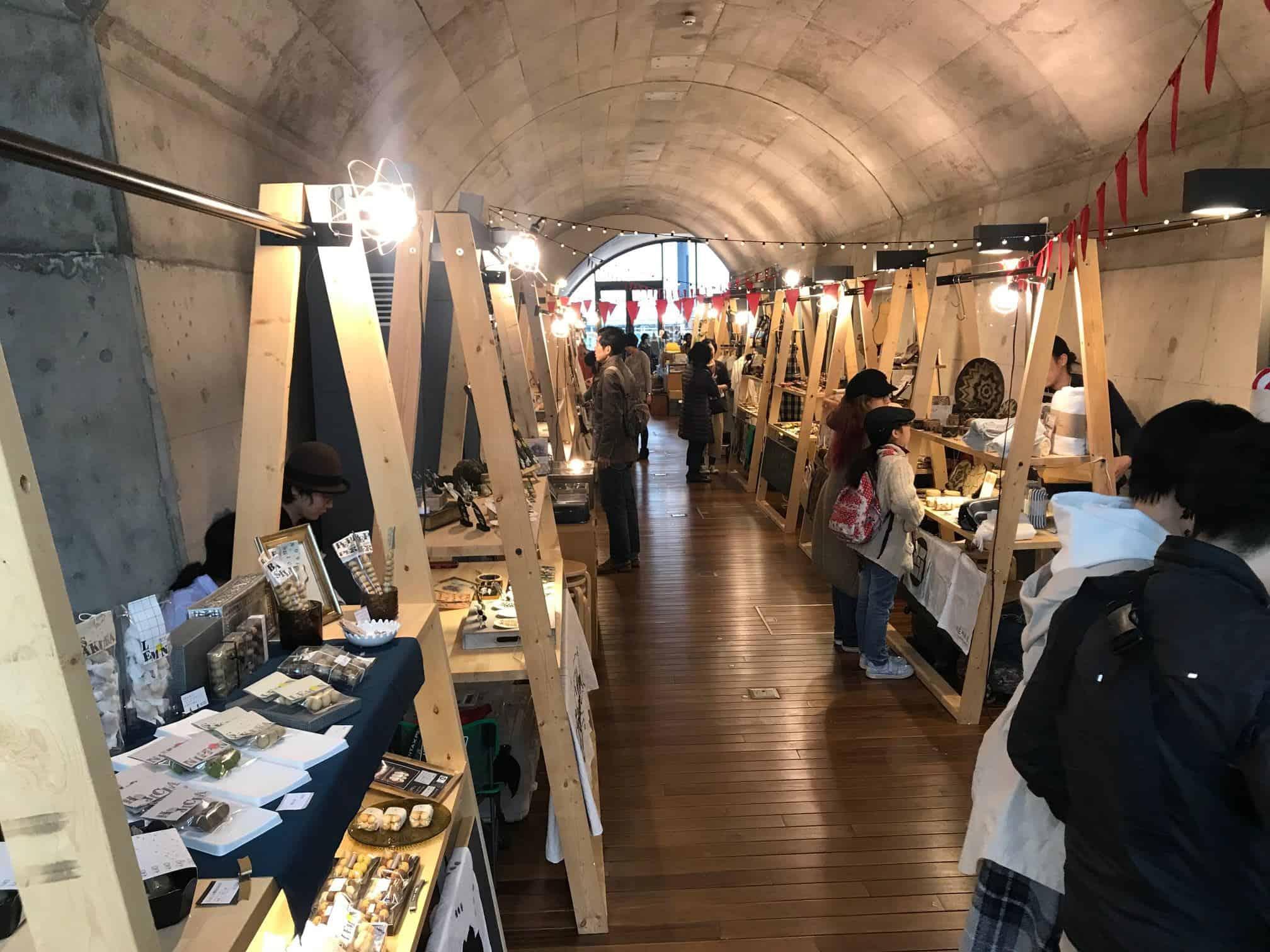 ร้านค้าต่างๆ ภายในห้าง mAAch ecute (มาจิ เอคิวโตะ)