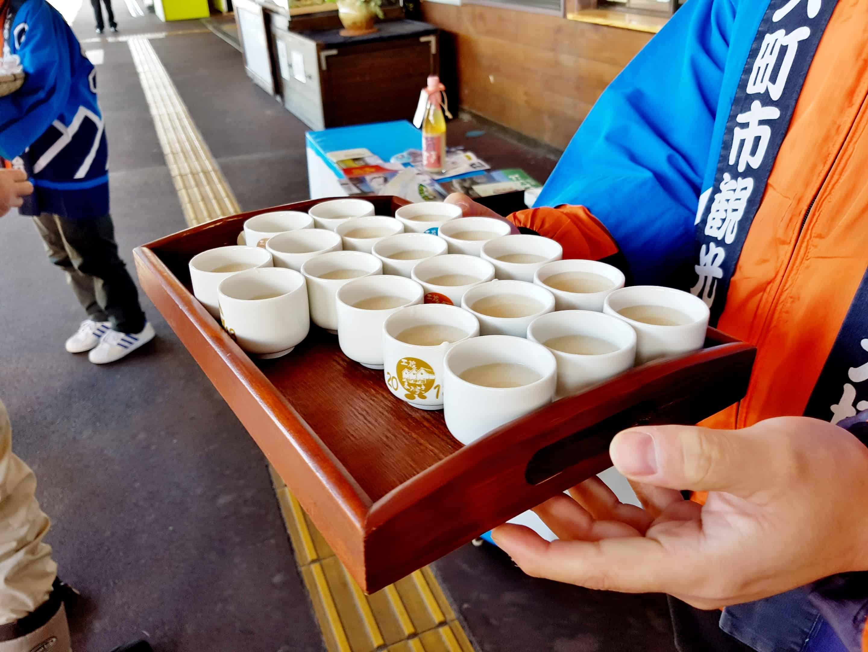ที่สถานี Shinano-Omachi มีของอร่อยให้กิน