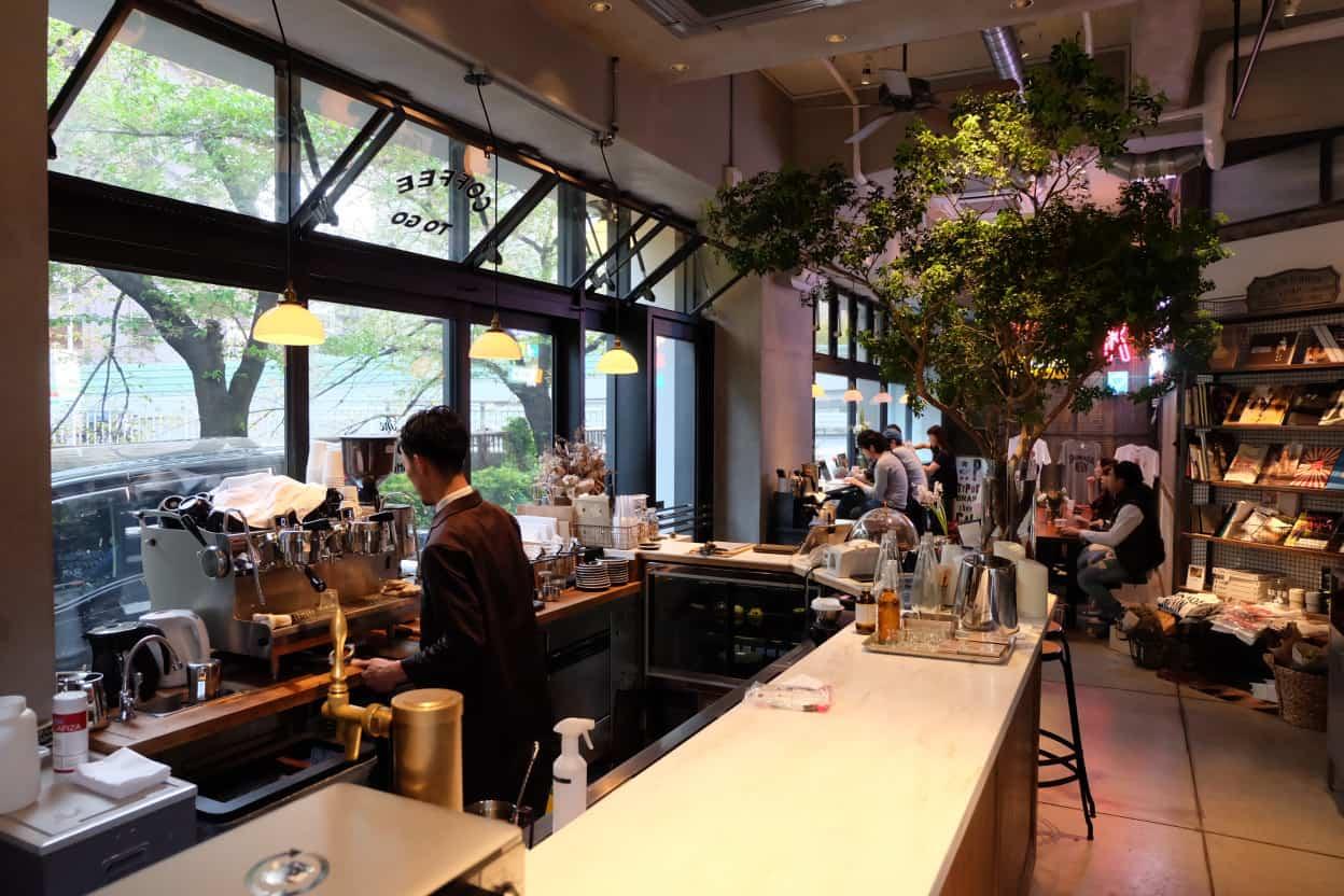 ภายในร้านกาแฟ The Worker Coffee & Bar ย่าน Ikejiri Ohashi โตเกียว