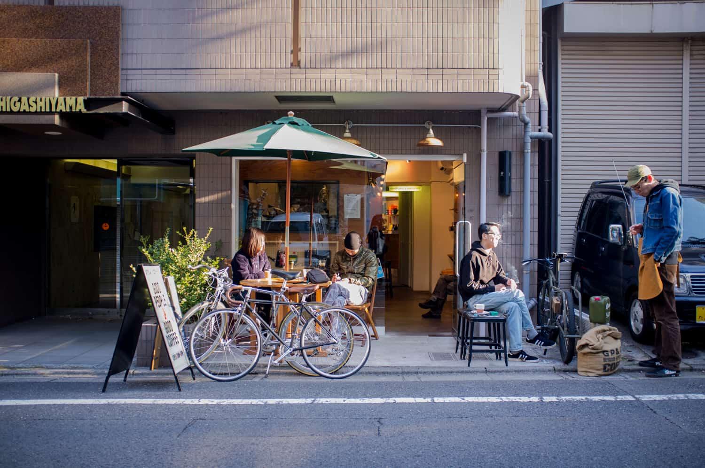 บรรยากศหน้าร้าน Good People & Good Coffeeโตเกียว