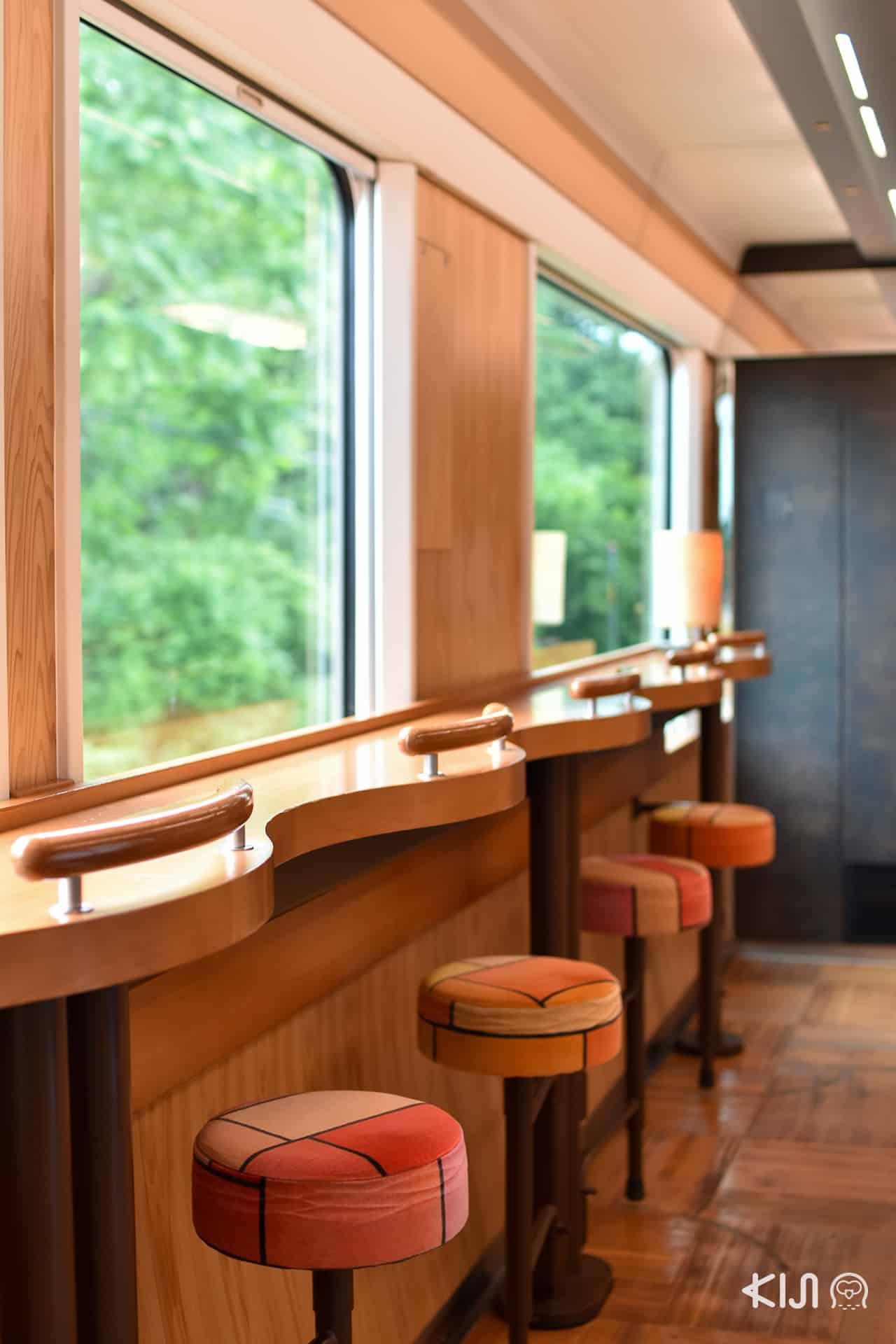 JR East Pass Tohoku Area - ที่นั่งชมวิวภายในรถไฟ Joyful Train (Resort Shirakami)