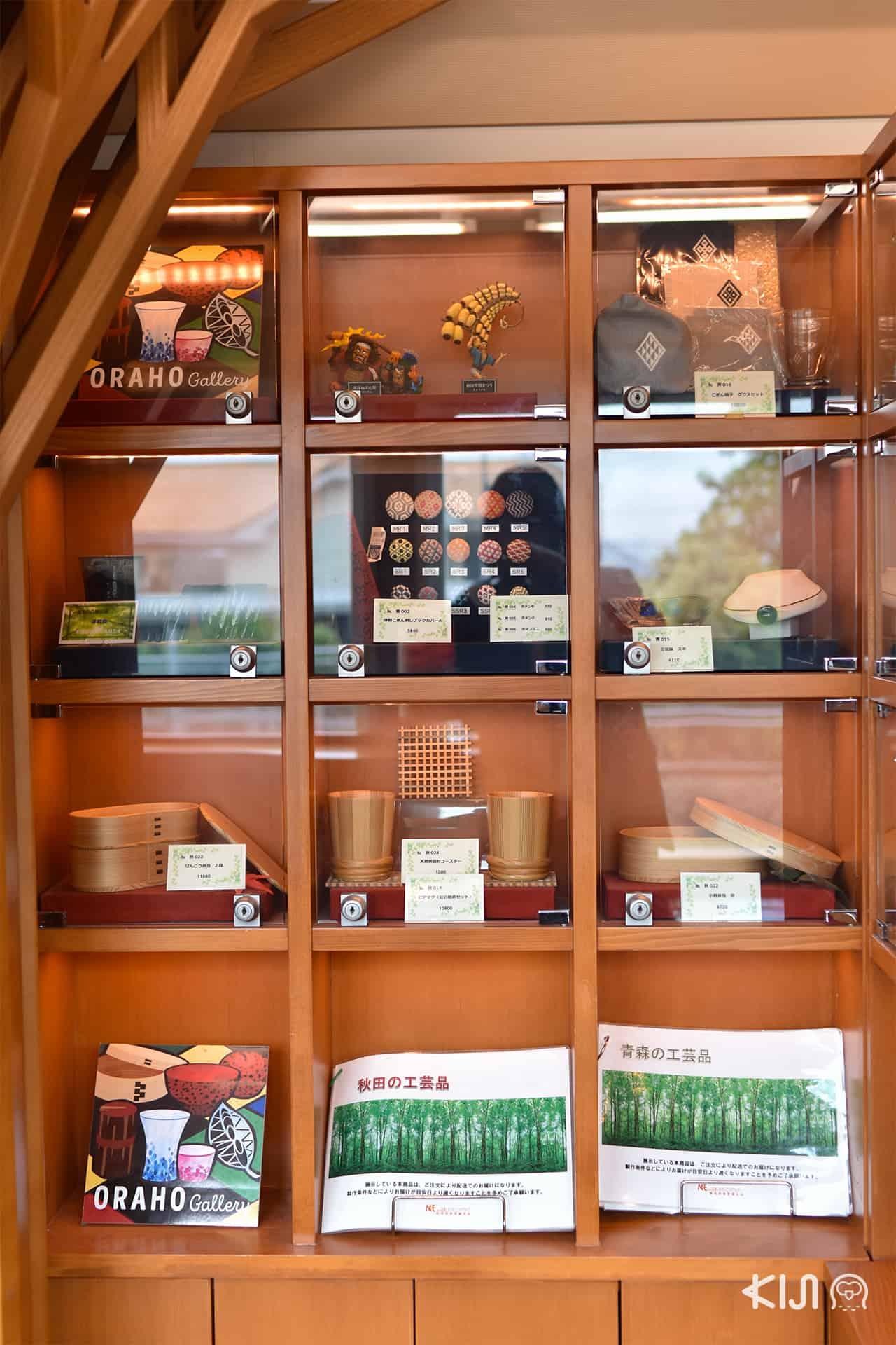 JR East Pass Tohoku Area - ของที่ระลึกภายในรถไฟ Joyful Train (Resort Shirakami)