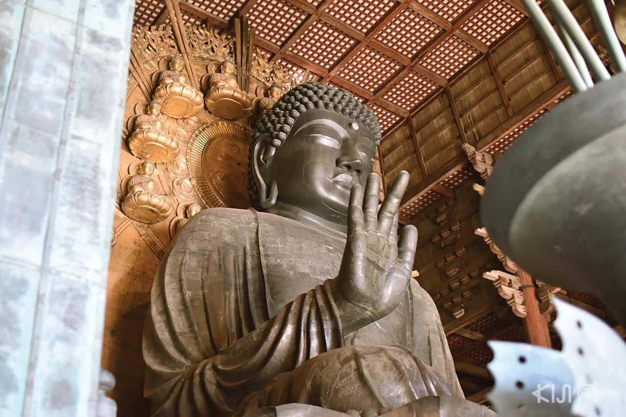 พระพุทธรูปไดบุทสึสำริดที่ใหญ่ที่สุดในญี่ปุ่น วัดโทไดจิ (Todaiji Temple) นารา (Nara)