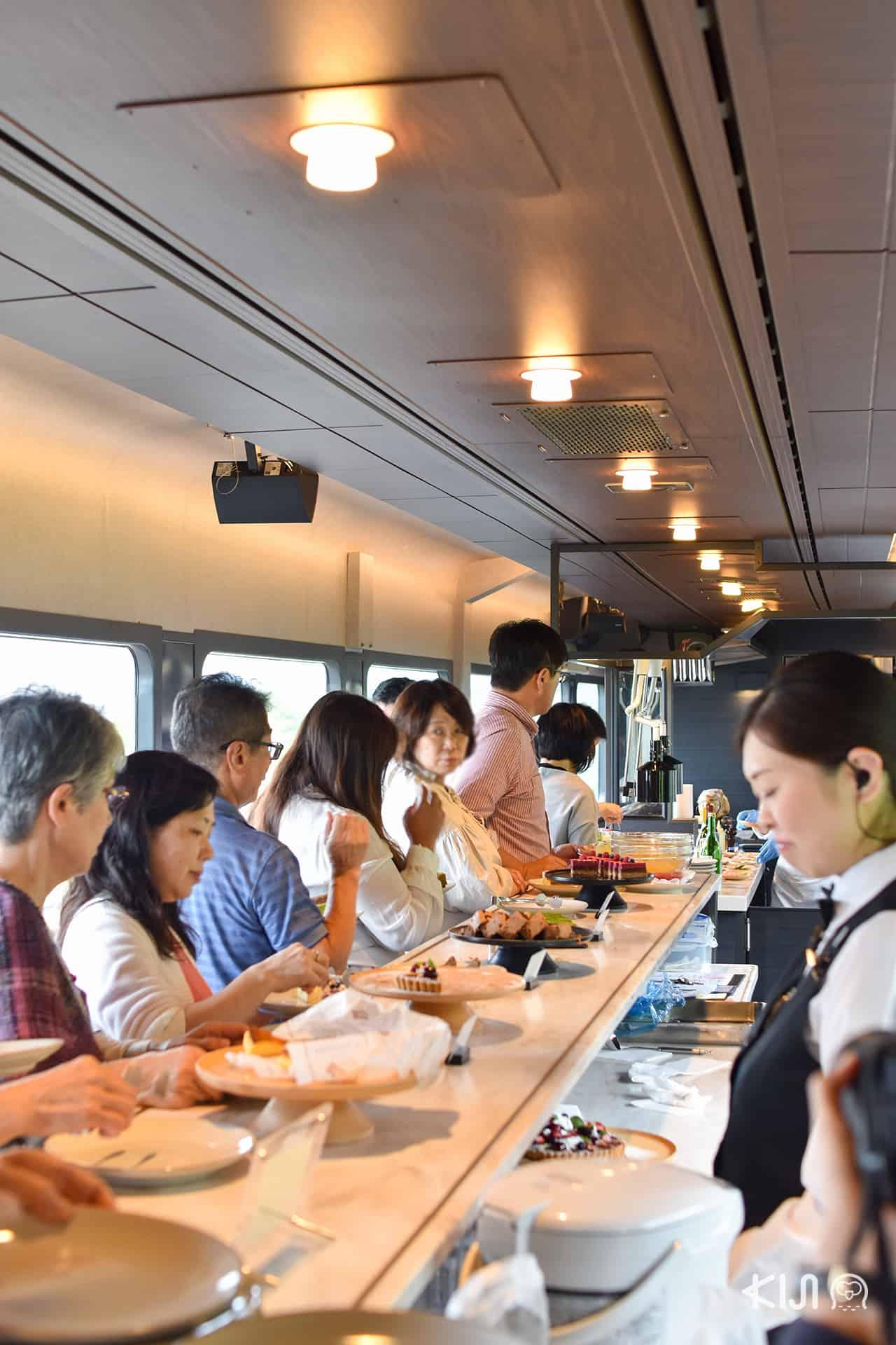 ภัตตาคาร อาหาร Joyful train