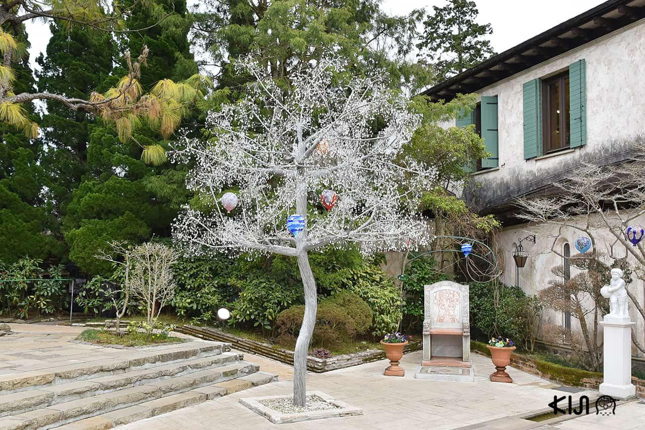 ต้นไม้แก้วใน Hakone Venetian Glass Museum