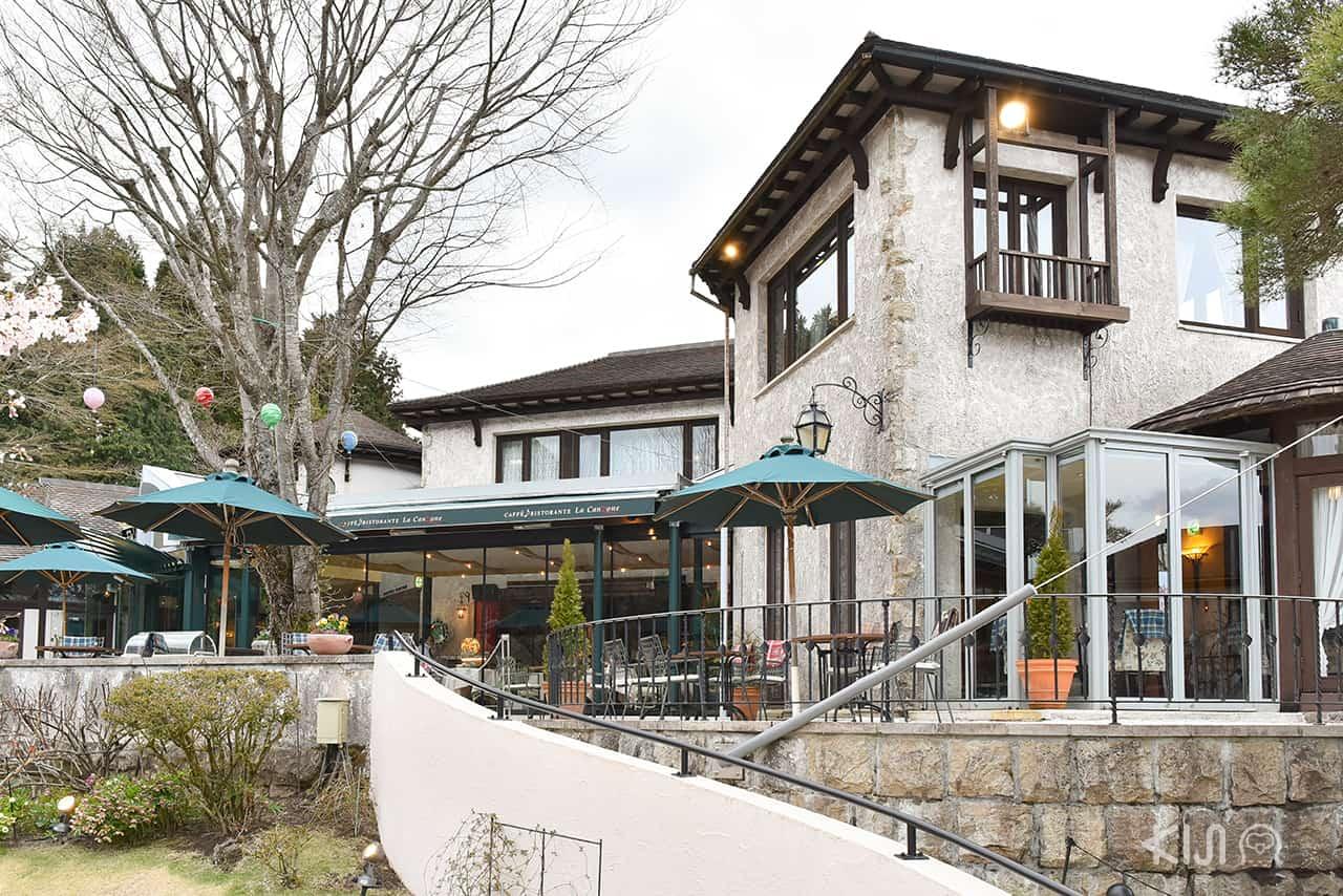 Caffe Terrazza คาเฟ่ในสวนที่ประดับตกแต่งด้วยประติมากรรมจากแก้ว