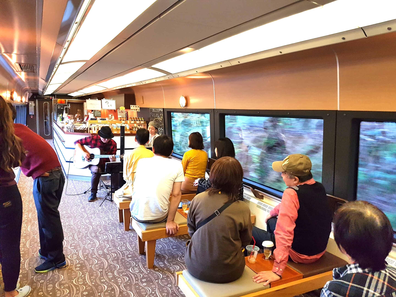 บรรยากาศภายใน ภัตตาคาร IZU CRAILE Joyful train