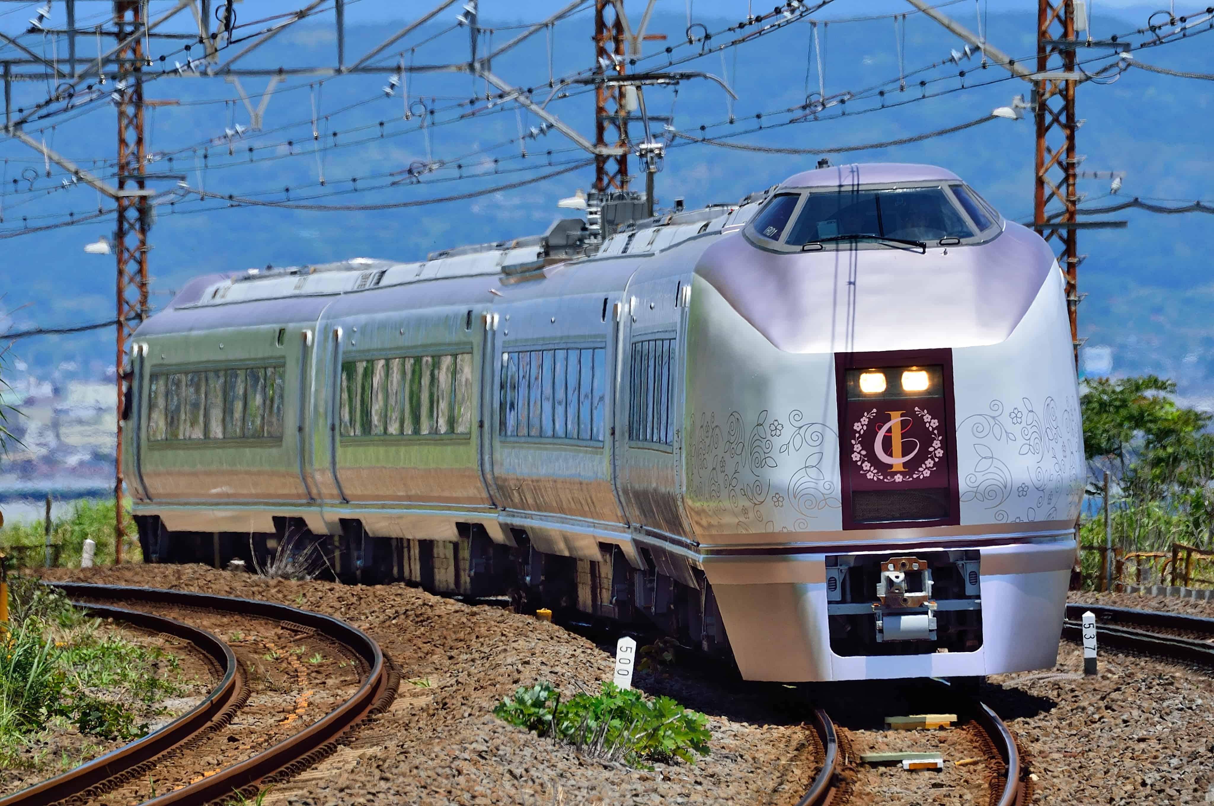 รถไฟขบวน IZU CRAILE Joyful train