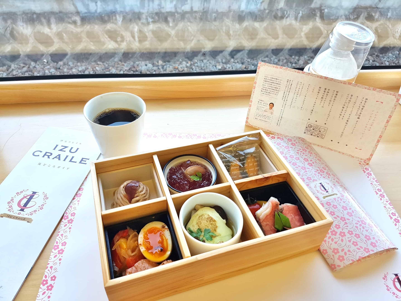 อาหารบน ภัตตาคาร IZU CRAILE Joyful train