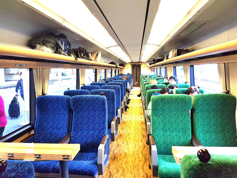 ที่นั่งภายใน IZU CRAILE Joyful train