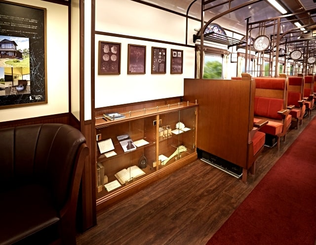 ภายในรถไฟ Joyful Train (SL Ginga)