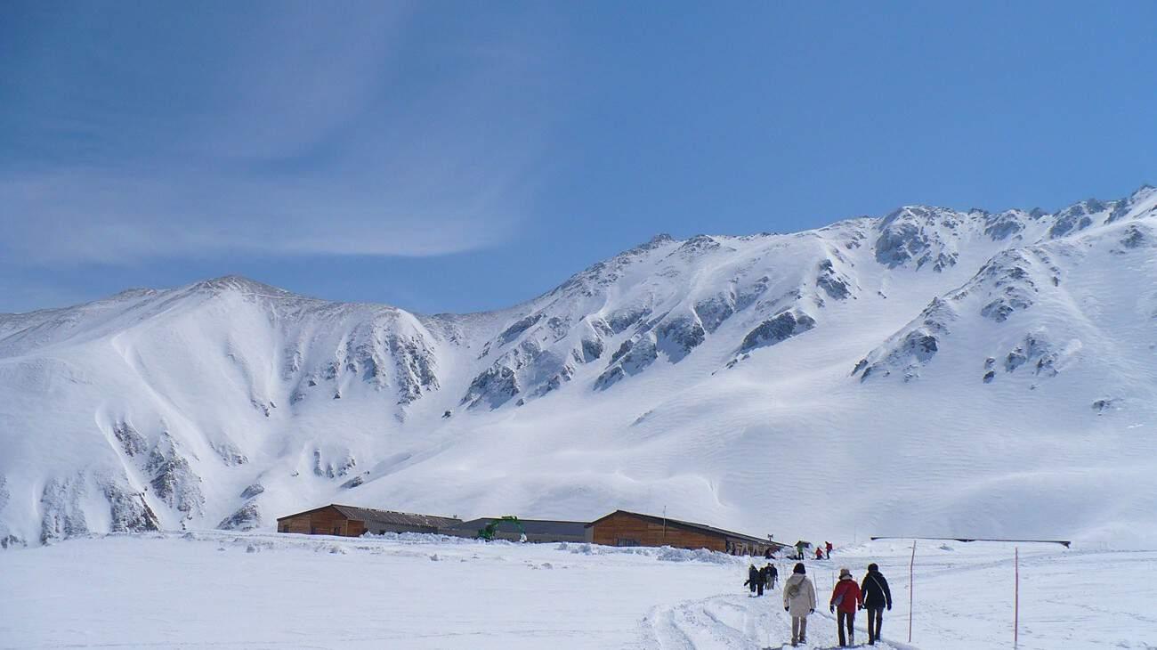 ภูเขาหิมะที่ Tateyama Kurobe Alpine Route