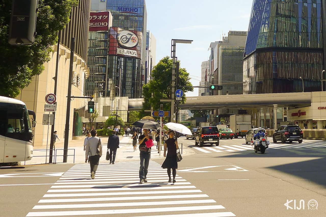 จาก Gadoshita เห็นตึกรามย่าน Ginza อยู่ไม่ไกล