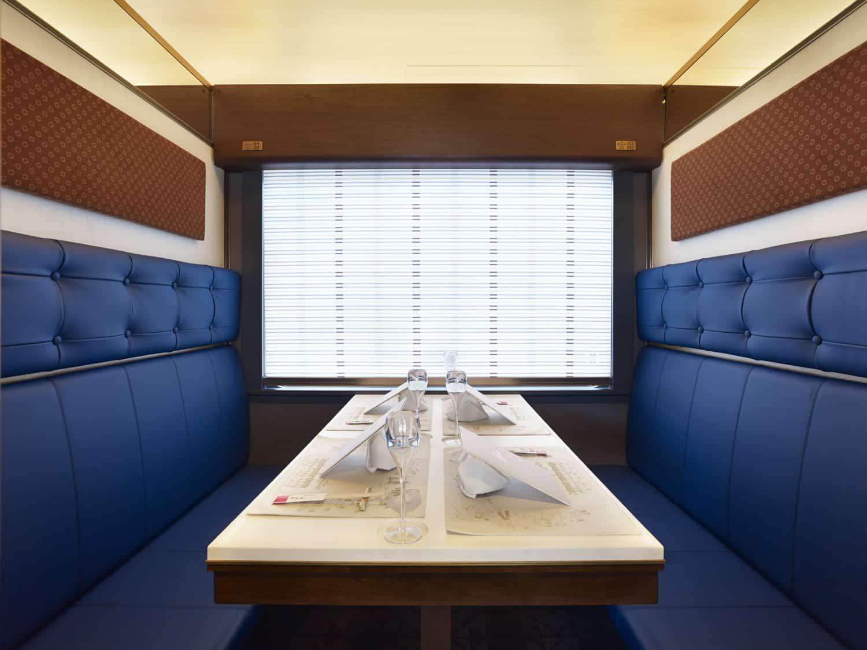 ที่นั่งรับประทานอาหาร ภัตตาคาร joyful train Tohoku Emotion