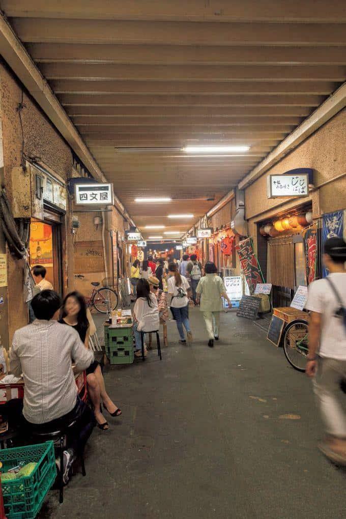 ร้านรวงต่างๆ ในย่าน Ginza Gado Shita Yurakuchi