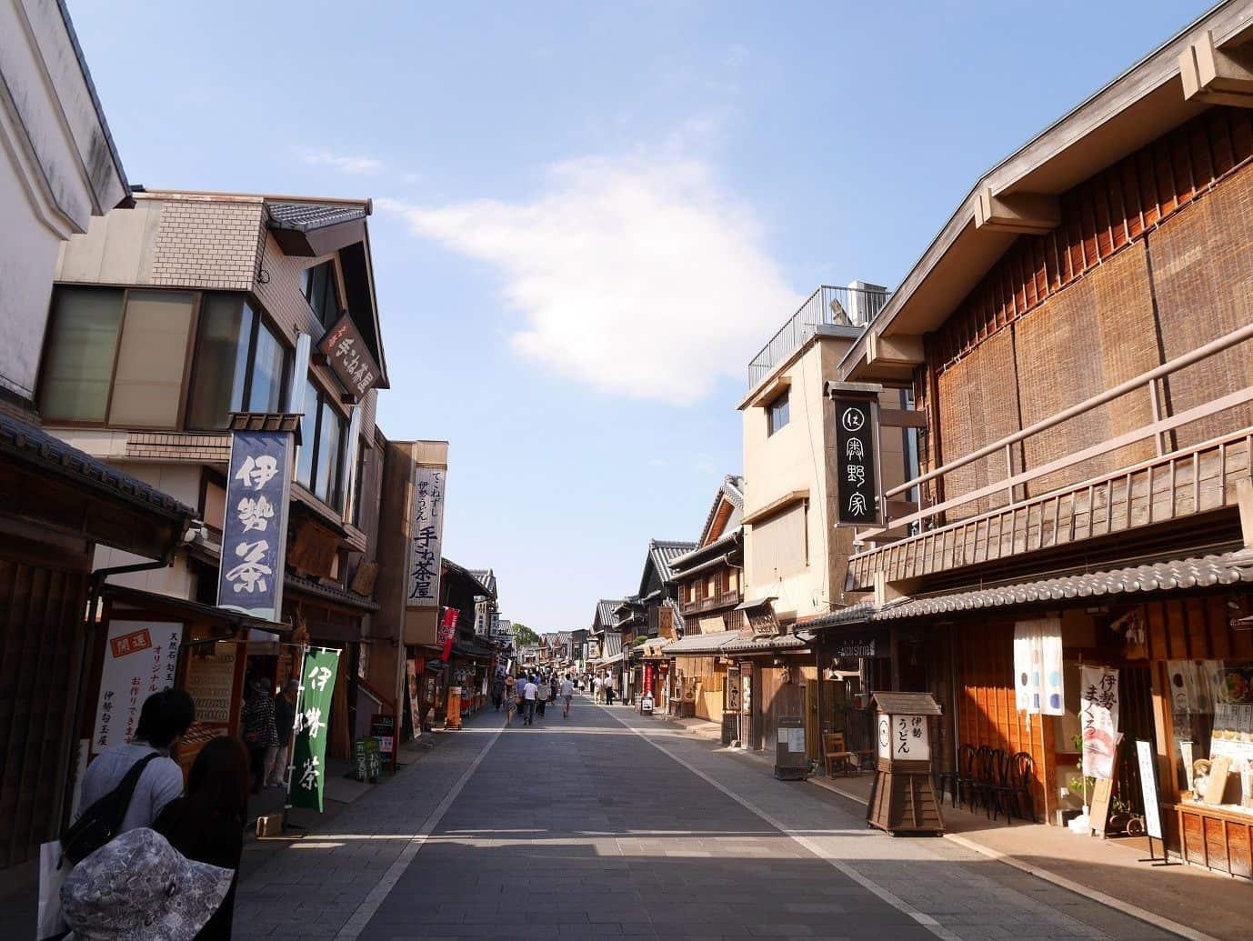 ตลาดโอคาเกะ (Okage Yokocho) บนถนนโอฮาไรมาจิ (Oharai-Machi) จังหวัดมิเอะ (Mie)