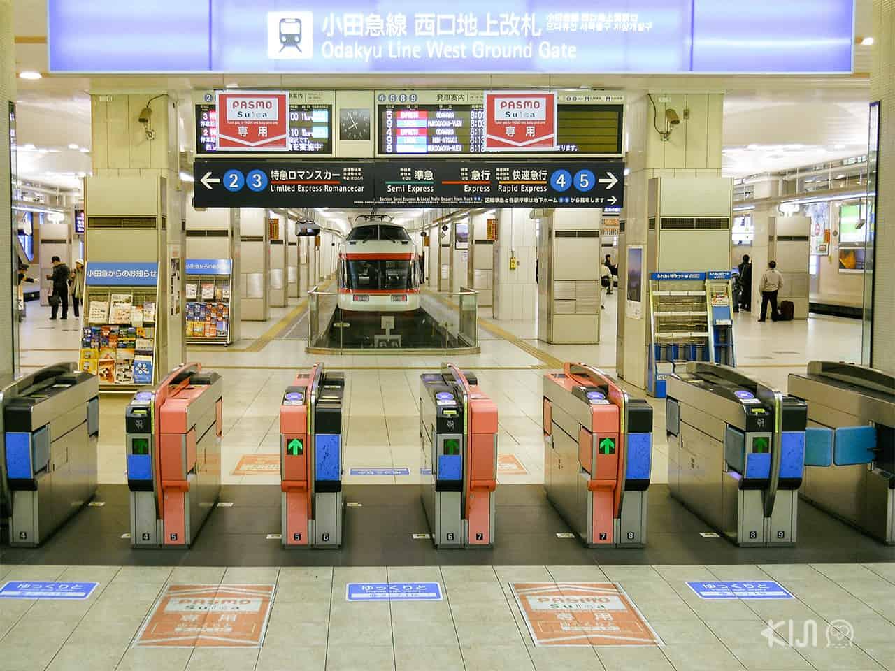 ช่องเดินเข้าสถานีรถไฟในญี่ปุ่นกว้างมาก