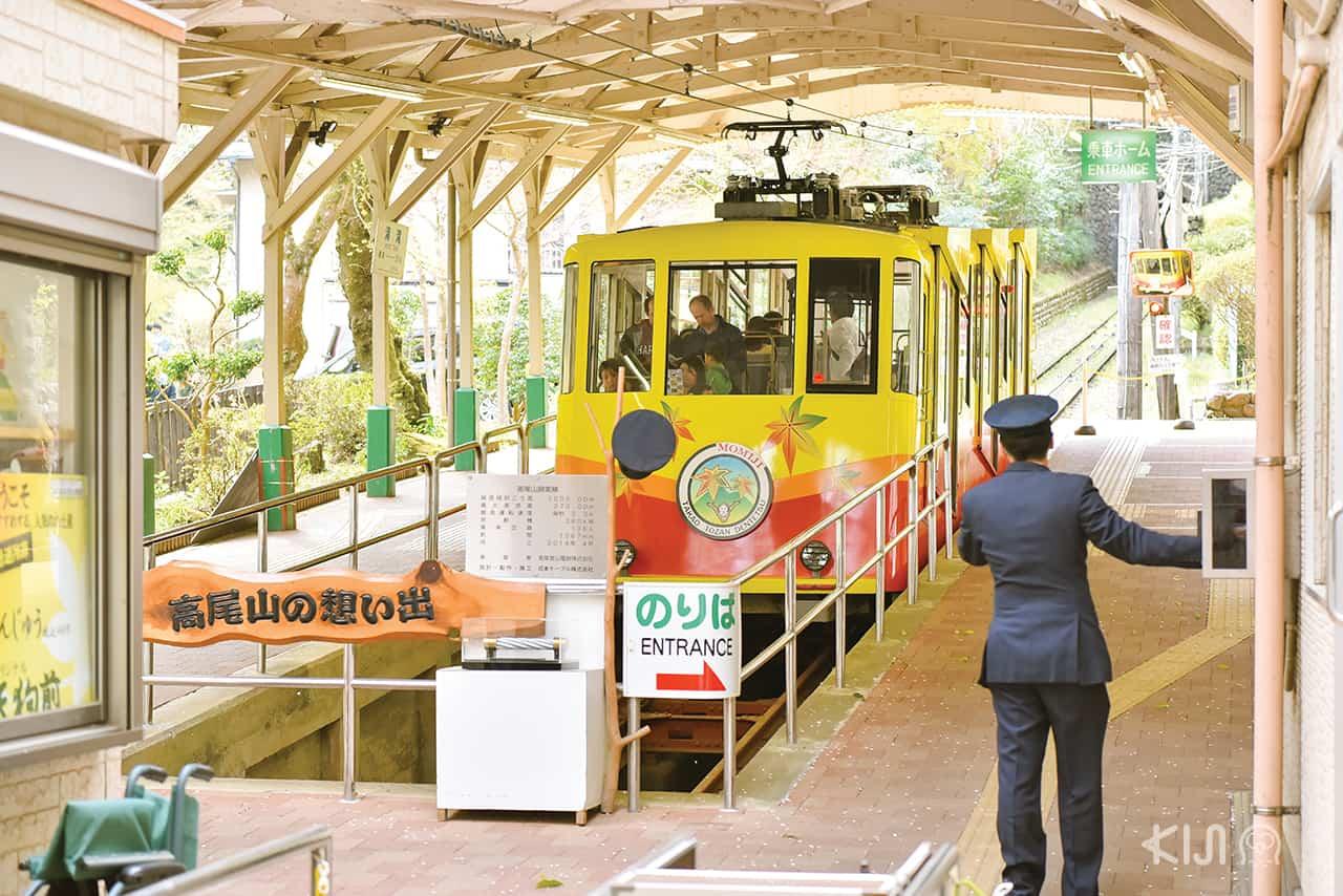 นั่งรถไฟท้องถิ่นไปภูเขาทาคาโอะ (Mt.Takao)