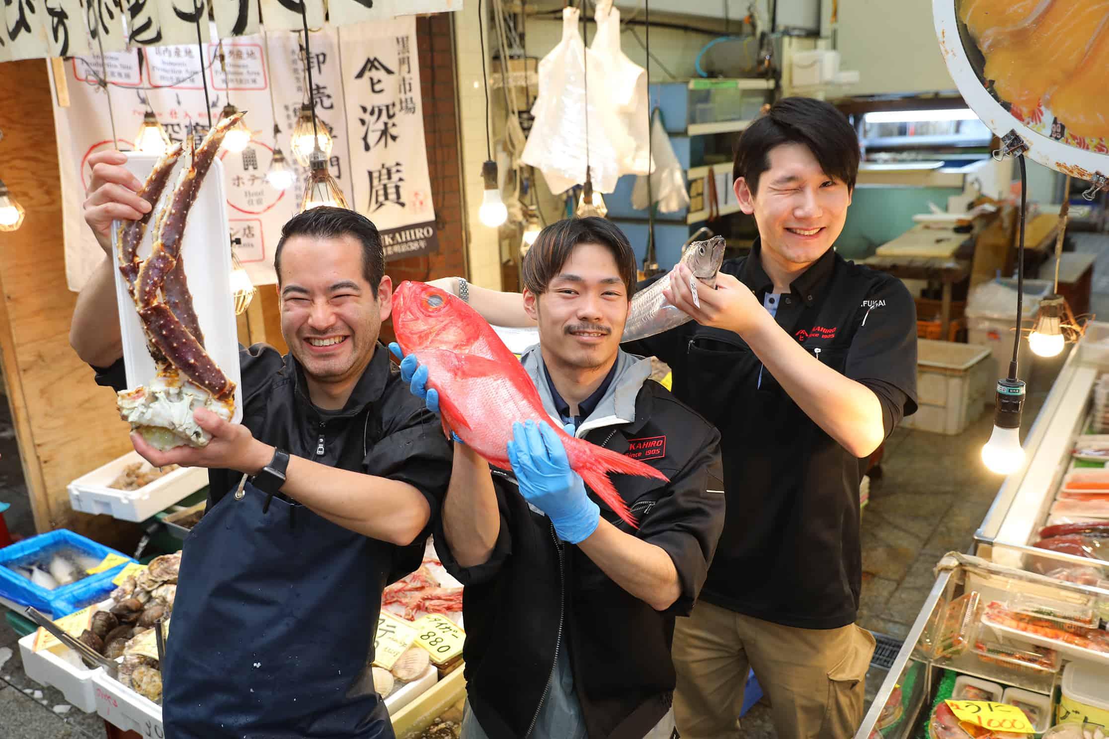 ร้านข้าวหน้าปลาดิบ Fukahiro (深廣) - ตลาดปลาคุโรมง (Kuromon Fish Market)