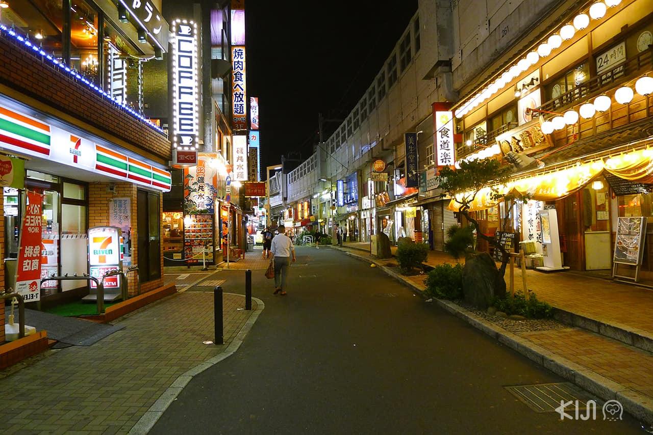 ตลาด Ameyoko ณ เวลา 5 ทุ่ม