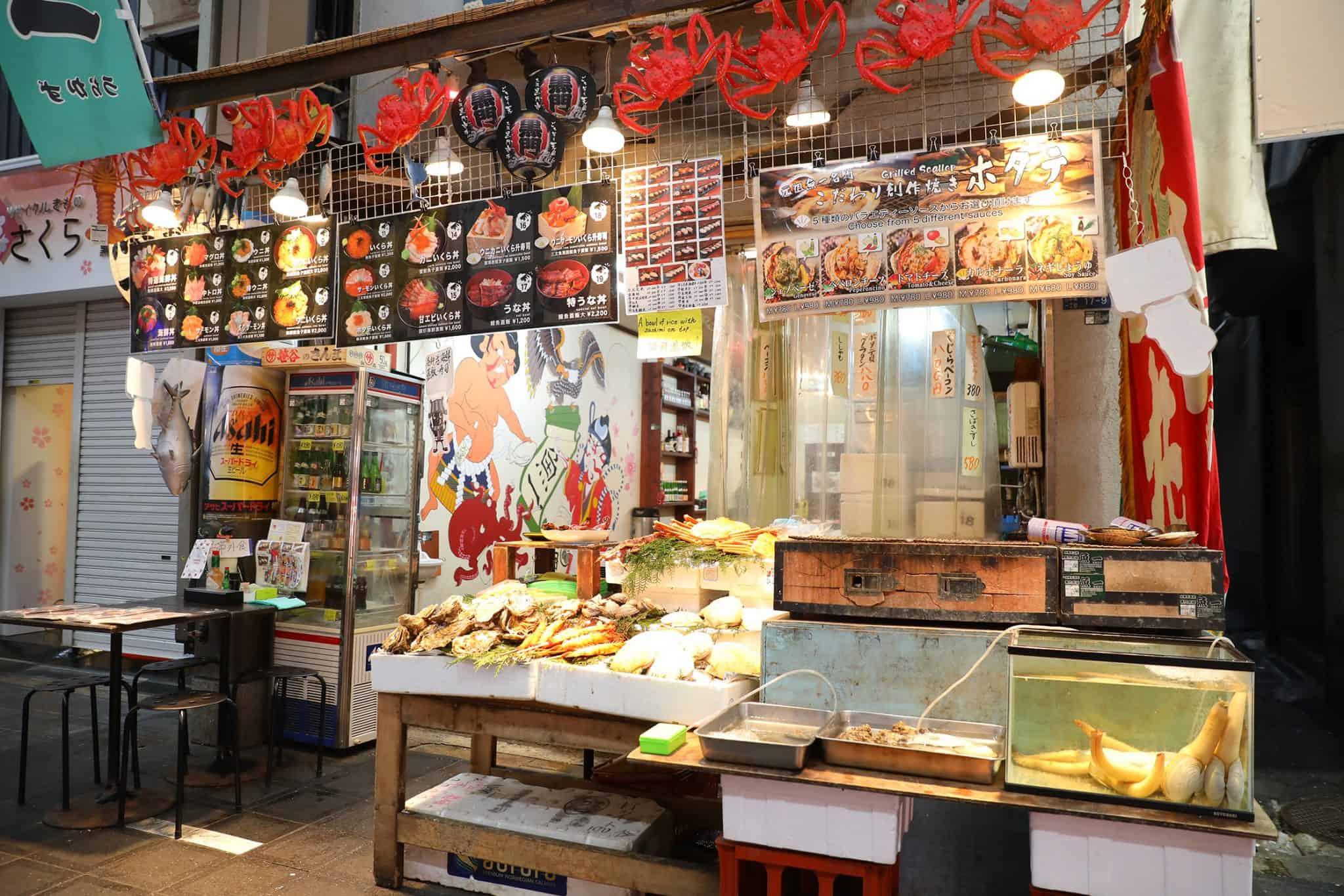 ร้านข้าวหน้าปลาดิบ Uokazu 魚一 - ตลาดปลาคุโรมง (Kuromon Fish Market)