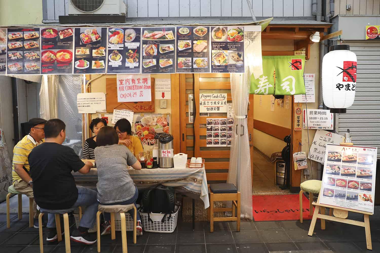 ร้านข้าวหน้าปลาดิบ Yamatoya-sushi : やまと屋すし - ตลาดปลาคุโรมง (Kuromon Fish Market)