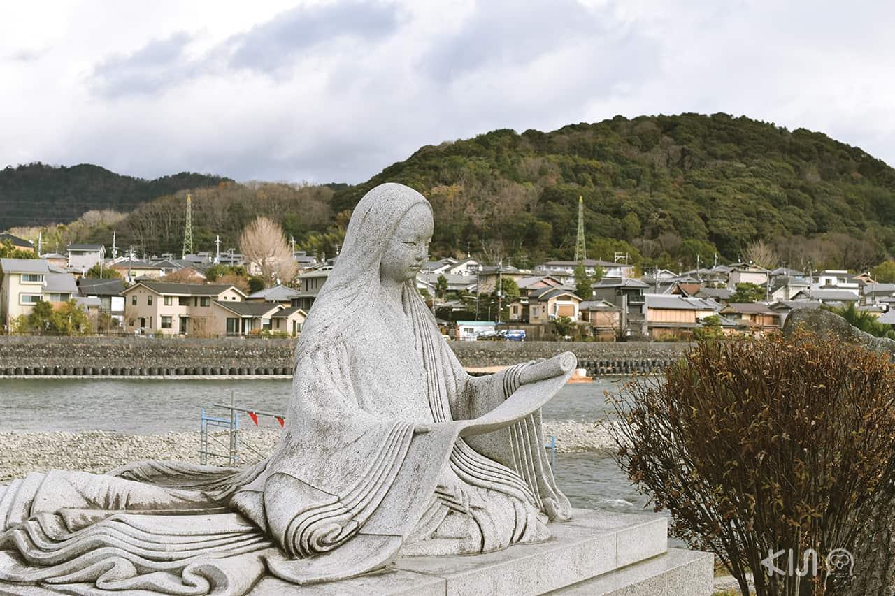 เที่ยวเมืองอุจิ มุราซากิ ชิคิบุ (Statue of Murasaki Shikibu)