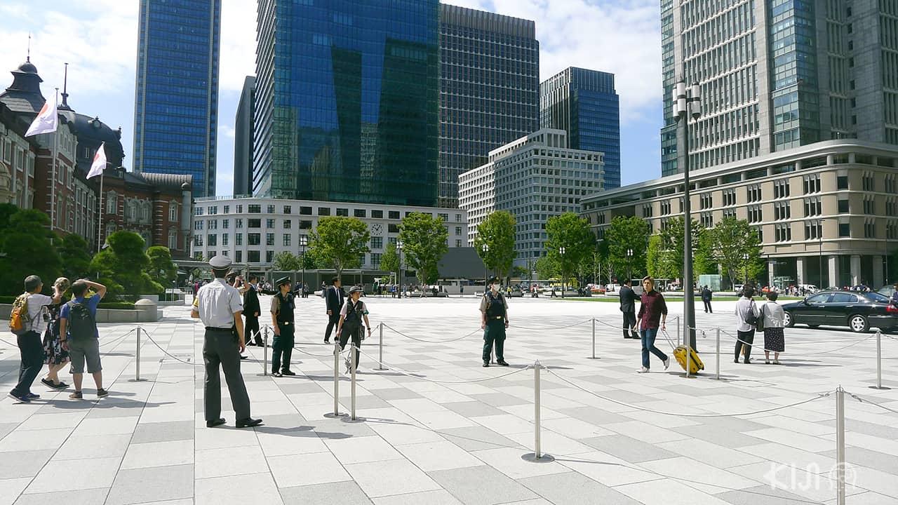 ลานคนเดิน Marunouchi Square