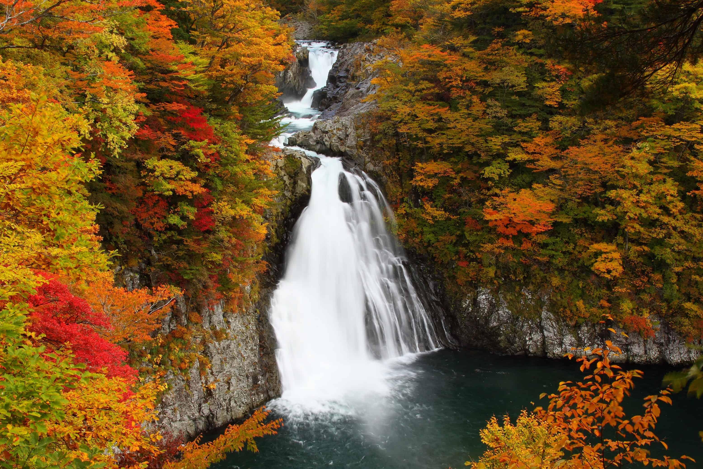 เที่ยว อาคิตะ (Akita) ที่ น้ำตกฮอตไต (Hottai Falls)