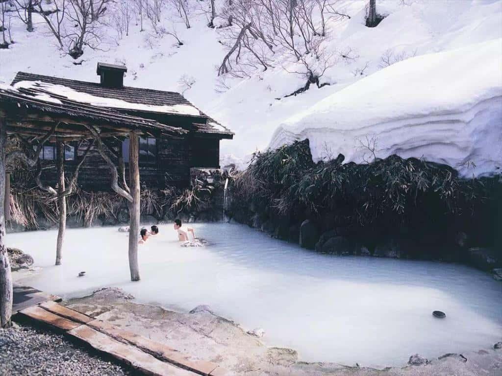 นิวโตออนเซ็น (Nyuto Onsen: 乳頭温泉) โทโฮคุ